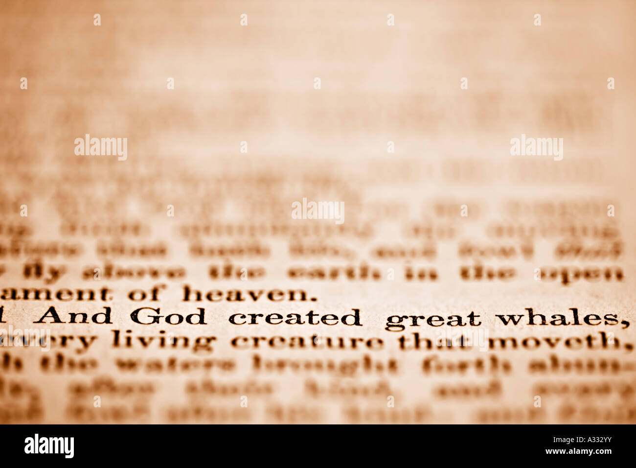Genesis der Bibel Kapitel 1 und Gott schuf große Wale Stockbild