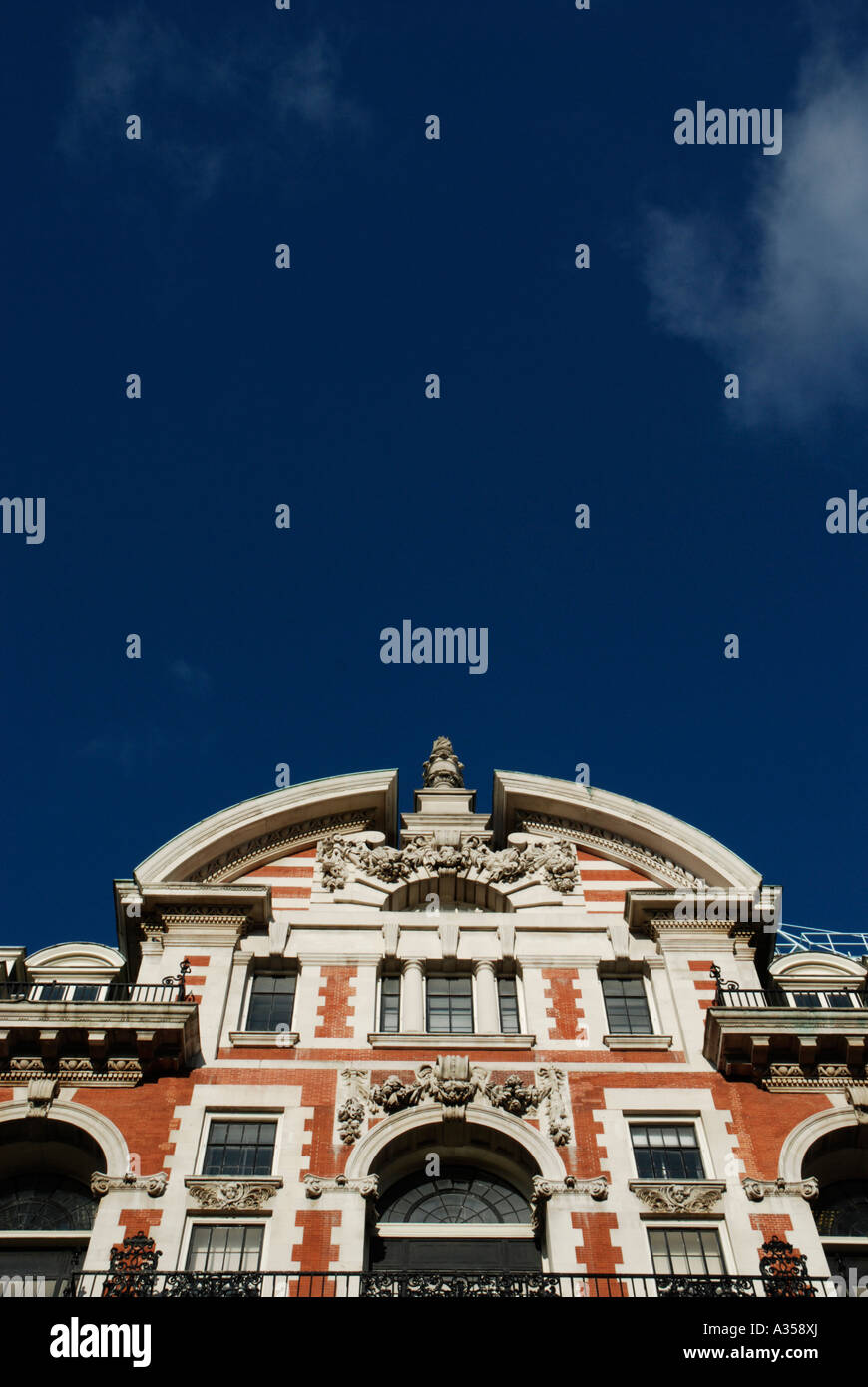 White Brick Building London Stockfotos & White Brick Building London ...