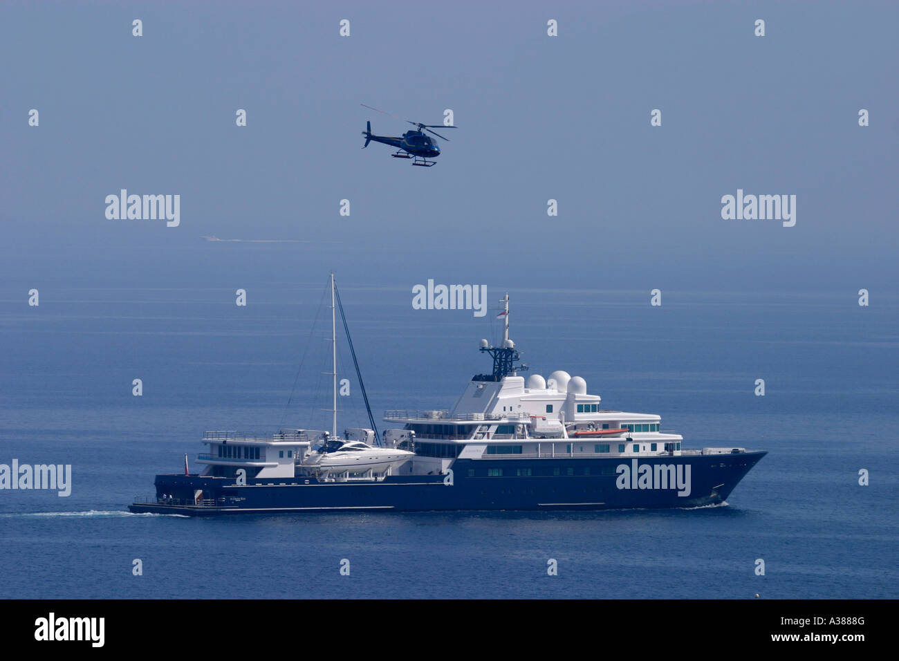 private luxus yacht und hubschrauber stockfoto bild 10702815 alamy. Black Bedroom Furniture Sets. Home Design Ideas