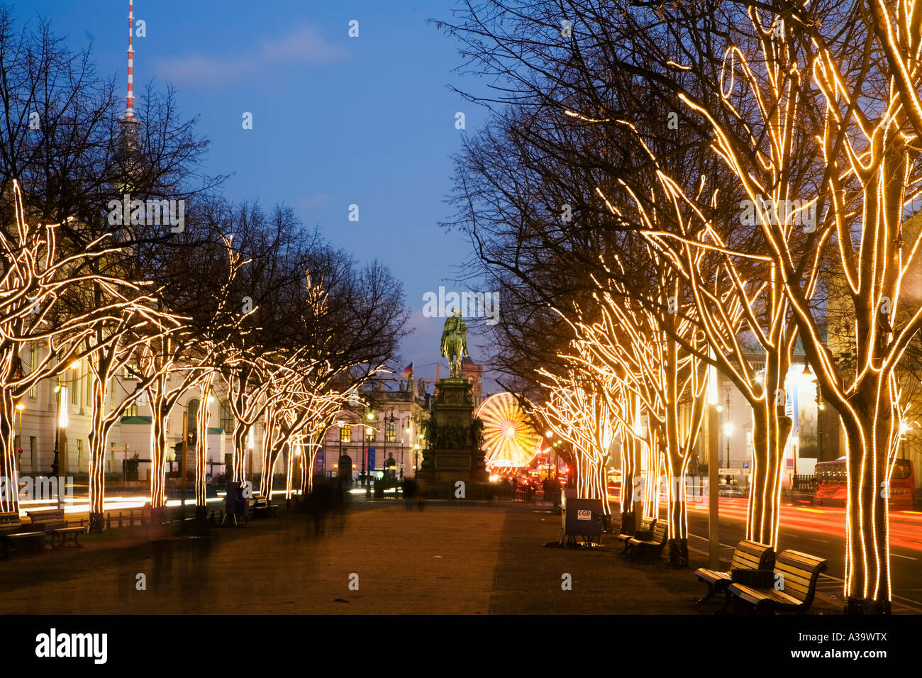 Unter Den Linden Weihnachtsbeleuchtung.Berlin Brandenburger Tor Weihnachtsbeleuchtung Weihnachtsbeleuchtung