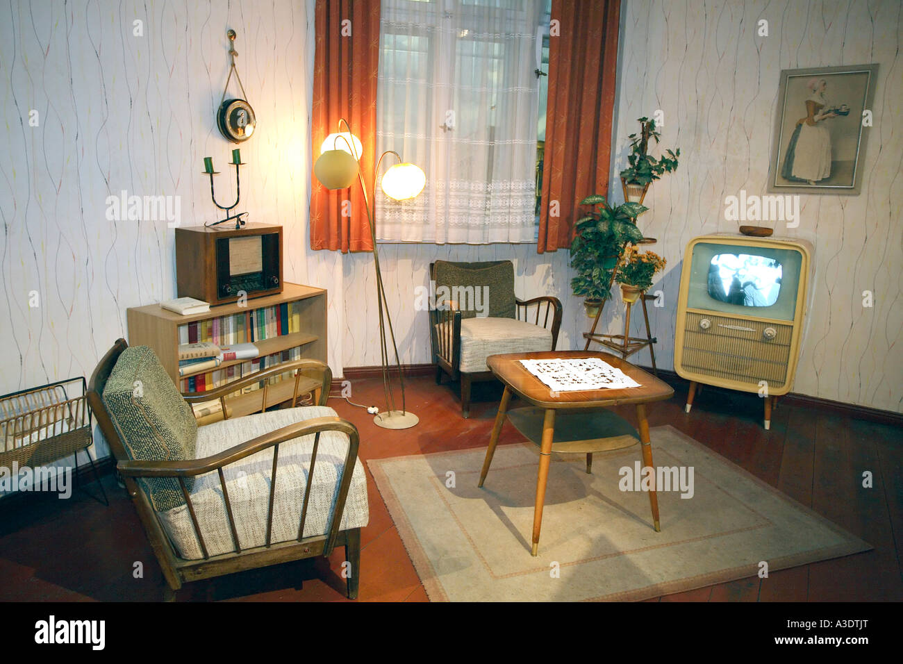 Reproduktion Eines Typisch Ost Deutsche Wohnzimmer Aus Den 50er