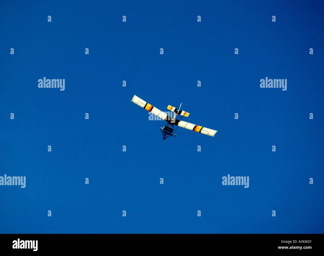 Microlite leichten einmotorigen Flugzeugen vor blauem Himmel Stockbild