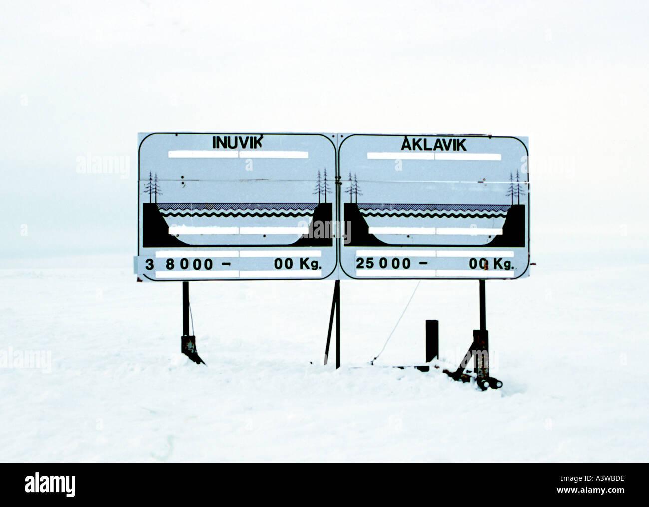 Bekanntmachung des Eises mit Stärke Winter Road NWT Stockbild