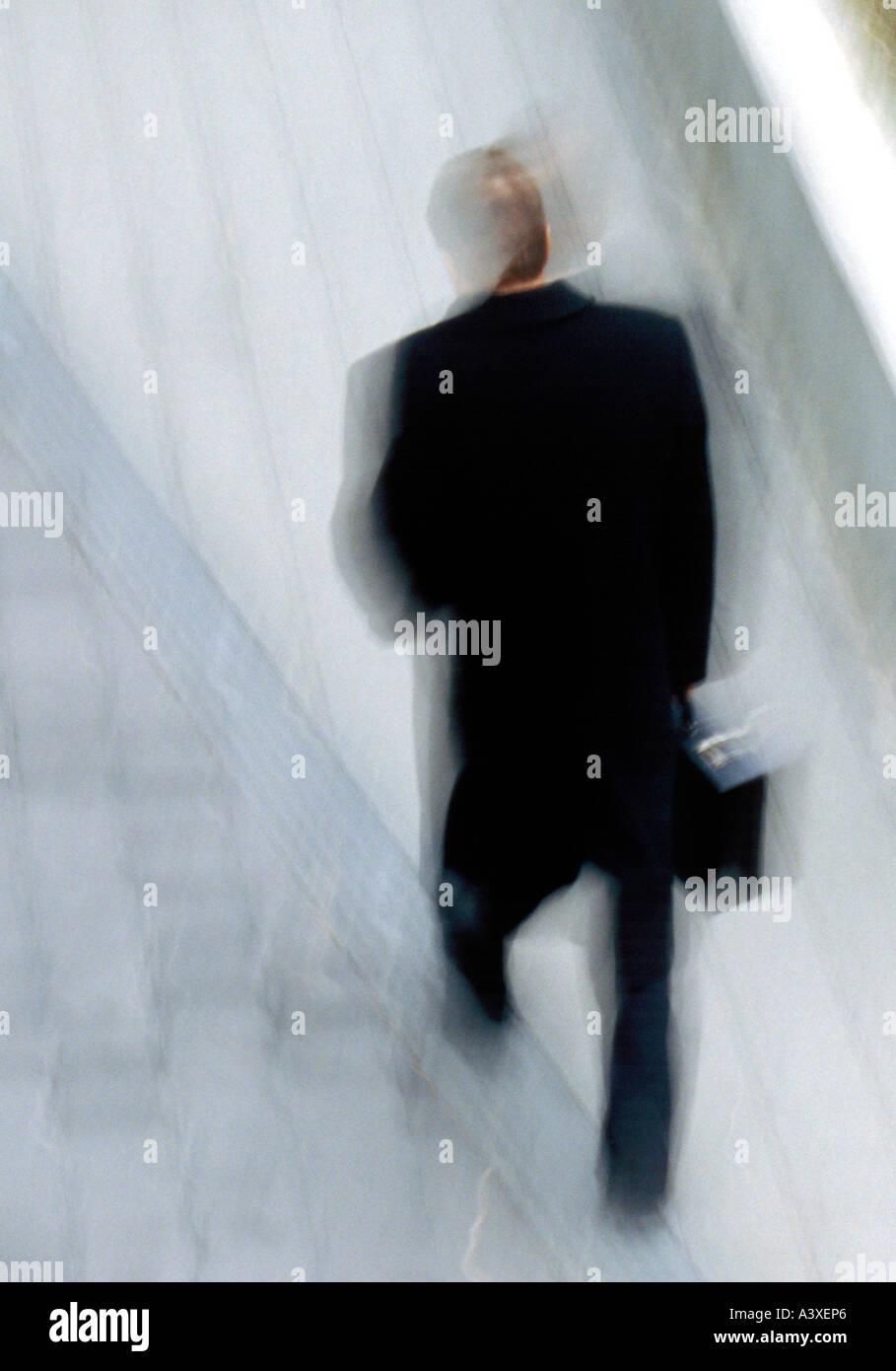 Mann zu Fuß bewegte Unschärfe Stockbild