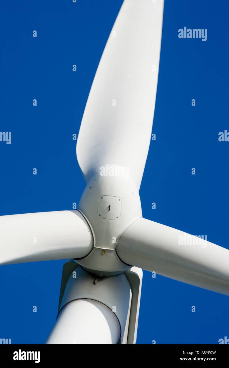 Nahaufnahme von einem Rotor der Windkraftanlage mit Wartung Luke Stockbild