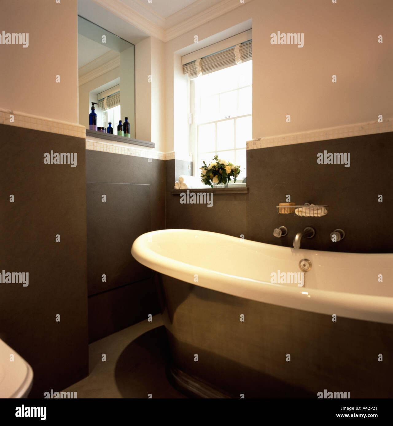Freistehende Badewanne In Braun Und Creme Modernes Bad