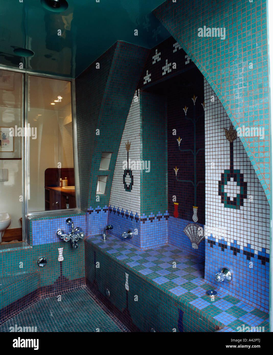 Türkis und Blau gekachelt marokkanischen Stil Badezimmer mit ...