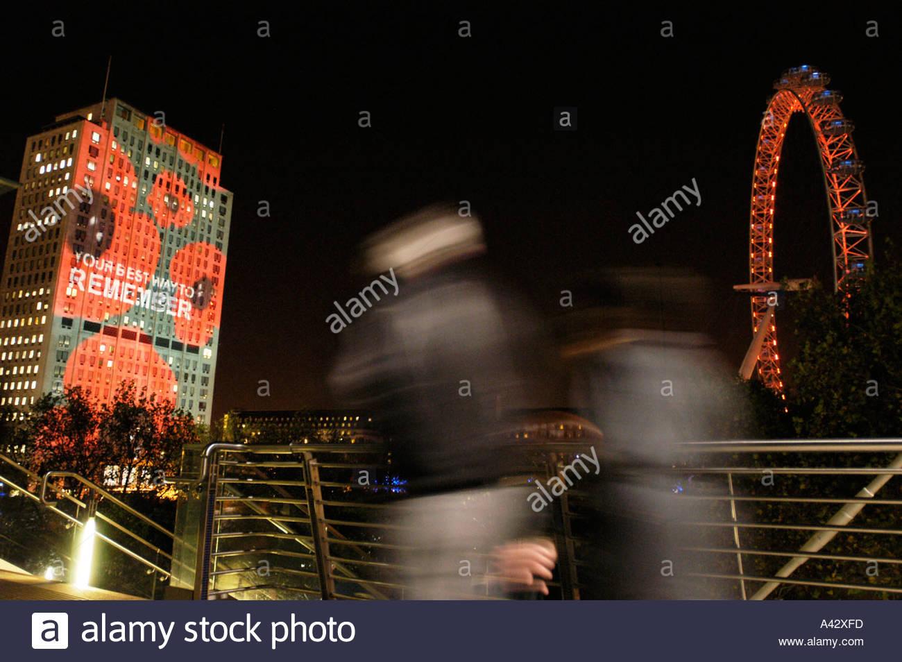 Gedenktag Mohn Projektion auf Shell Centre London 11. November 2004 UK Stockfoto