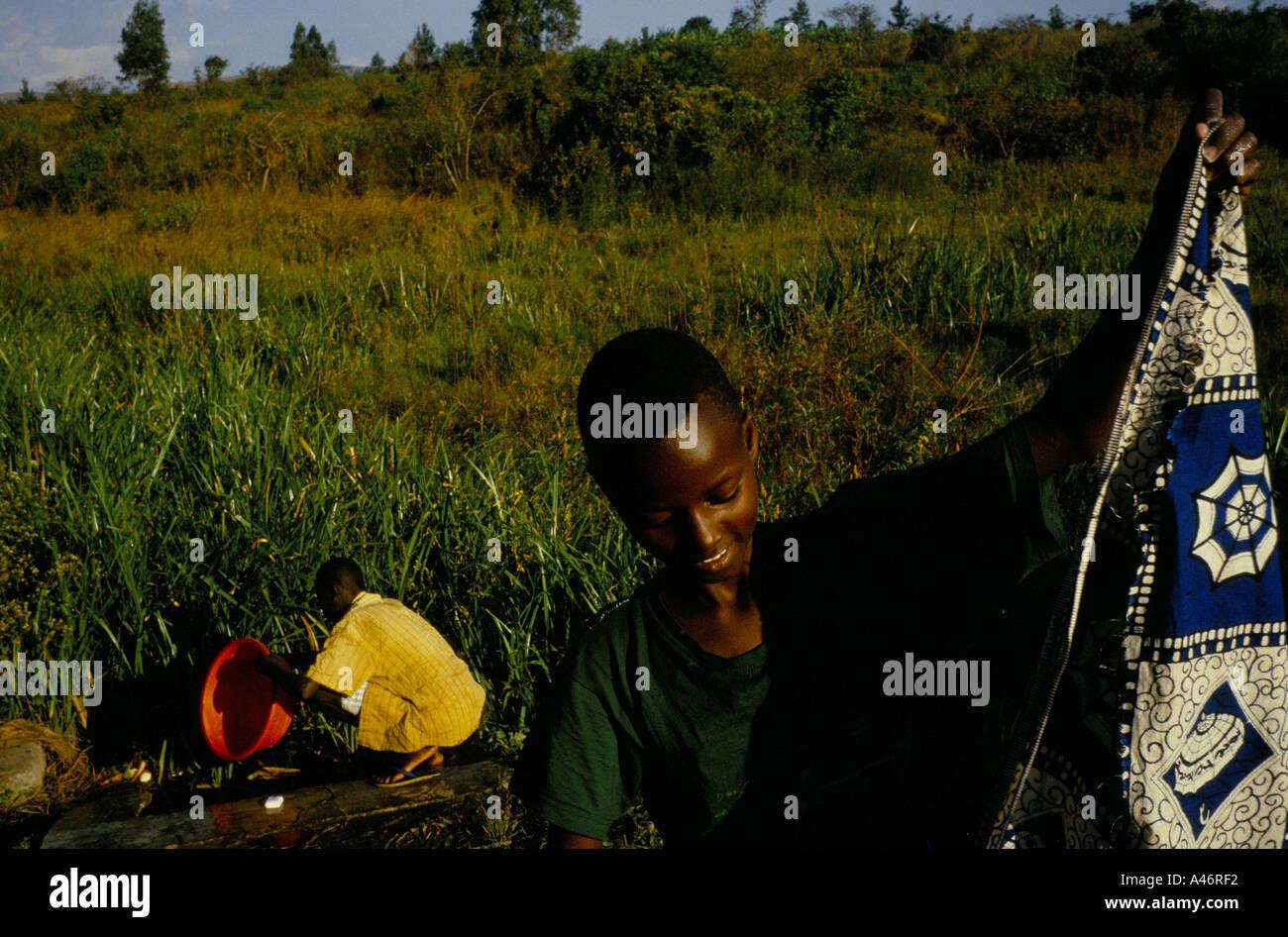 Orphan burundi stockfotos orphan burundi bilder alamy - Wasche im schlafzimmer trocknen ...