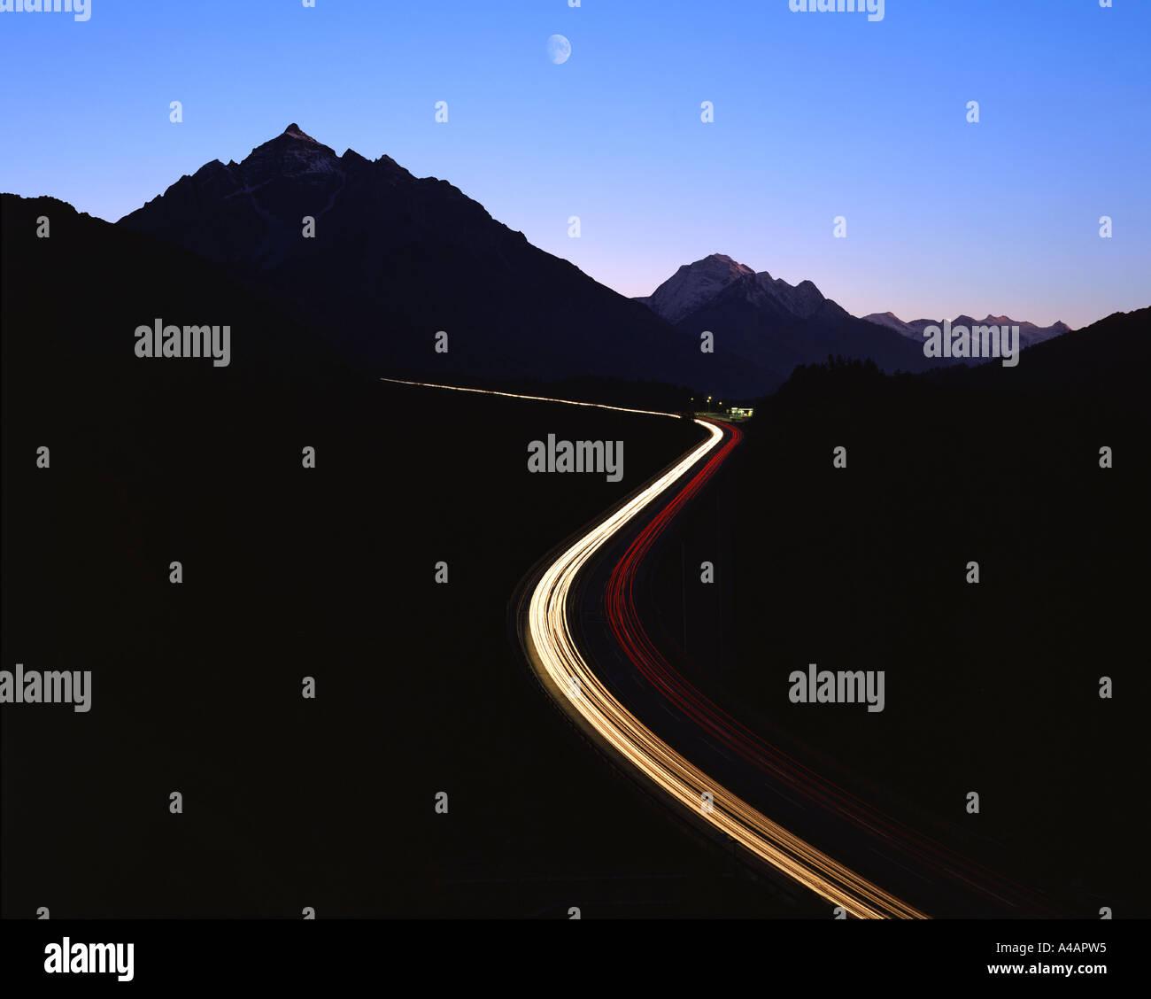 AT - TYROL: Brenner Autobahn bei Nacht Stockbild