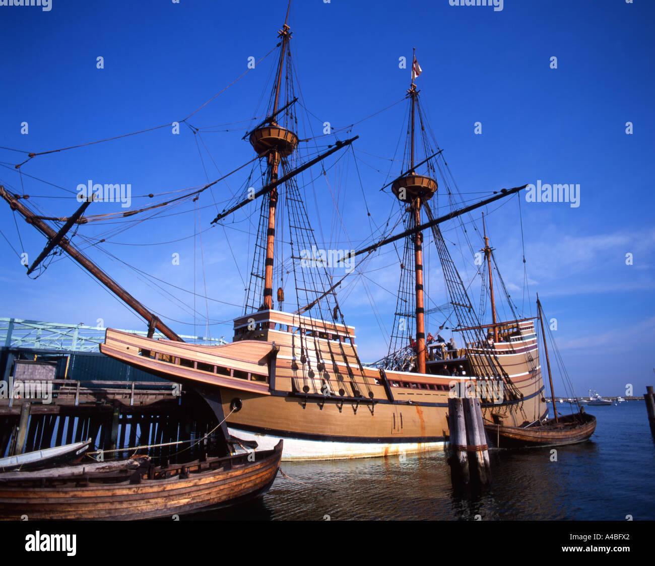 Nachbildung der Mayflower vor Anker im Dock in Plymouth, Massachusetts, USA Stockbild