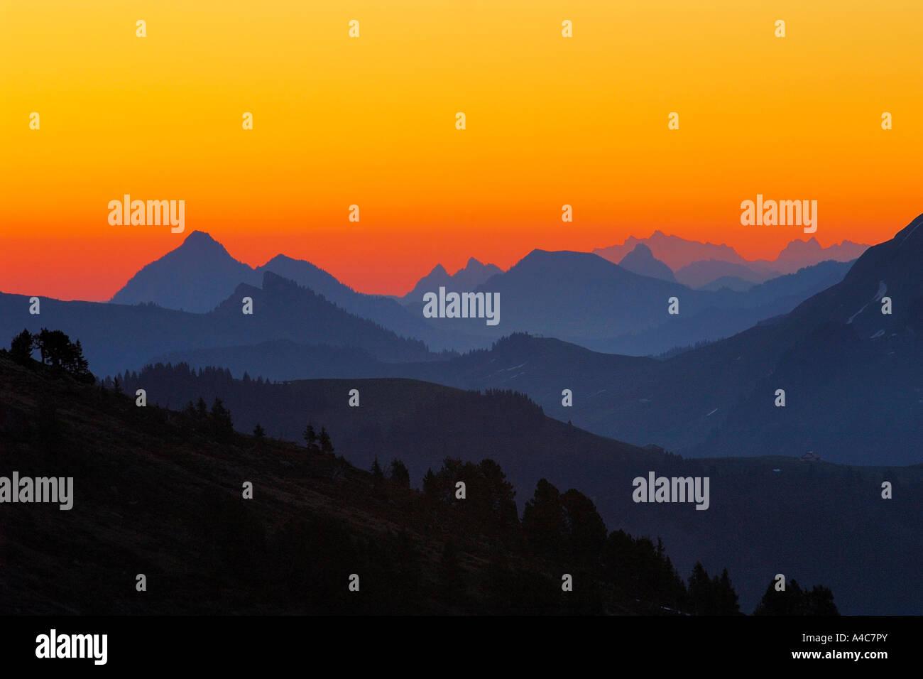 Sonnenaufgang in den Alpen. Schweiz Bern, Berner Oberland Stockbild