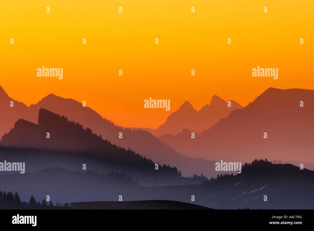Sonnenaufgang in den Alpen. Schweiz Bern, Berner Oberland, August Stockbild