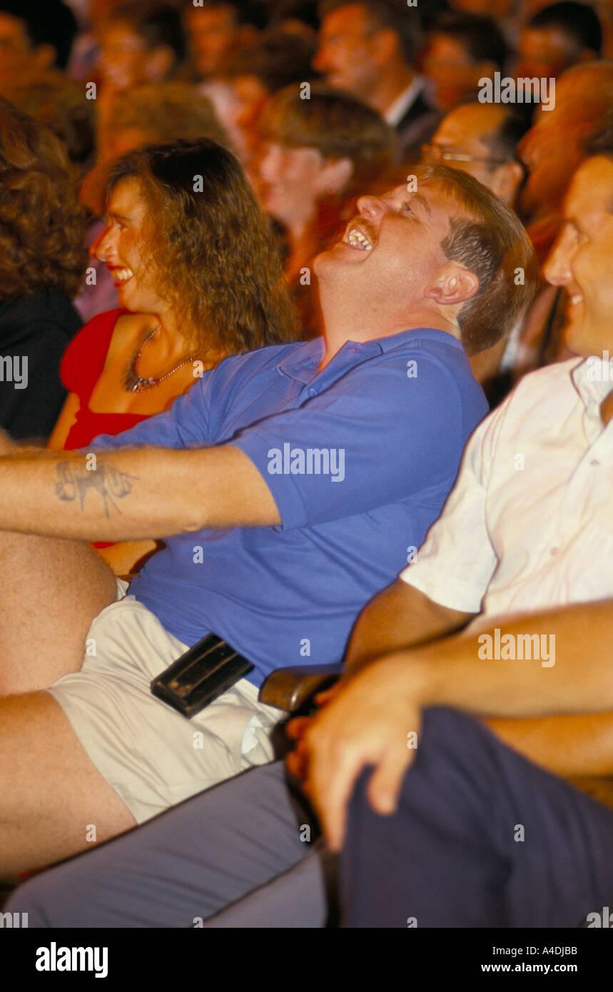 Publikum lachen Stockbild