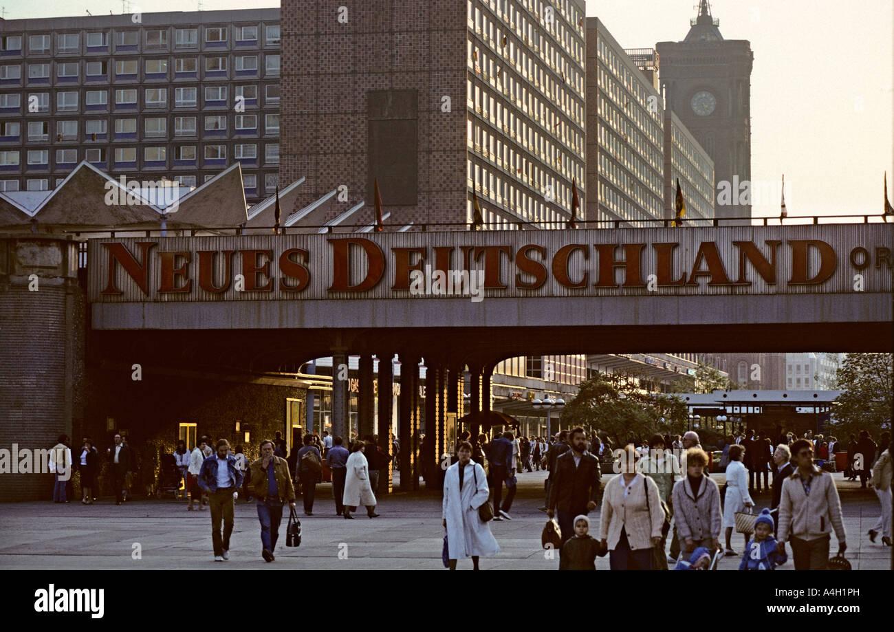 stra enszene alexanderplatz ost berlin ddr stockfoto bild 11048728 alamy. Black Bedroom Furniture Sets. Home Design Ideas