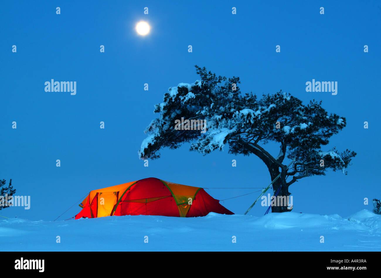 Winter Camp bei Moskjaera im See Vansjø, råde Kommune, Østfold fylke, Norwegen. Stockbild