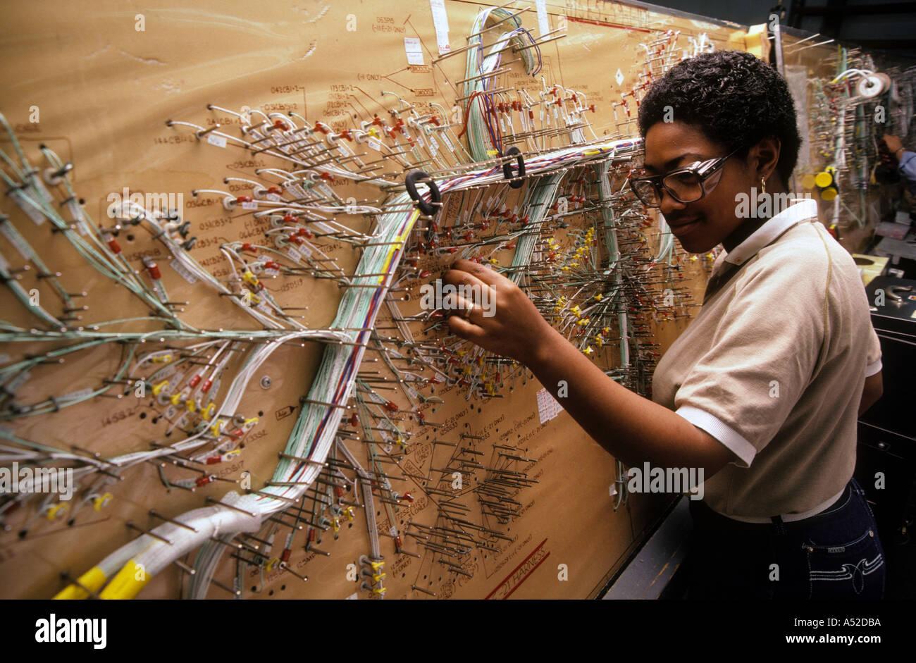 Fantastisch Flugzeuge Elektrische Und Kabel Fotos - Schaltplan Serie ...