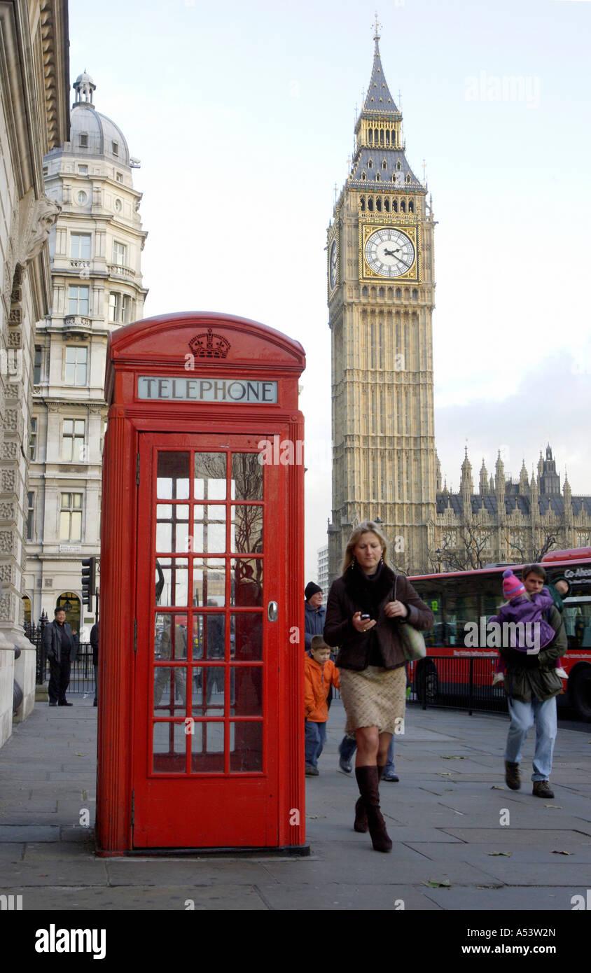 Big Ben und eine rote Telefonzelle, London, Großbritannien ...