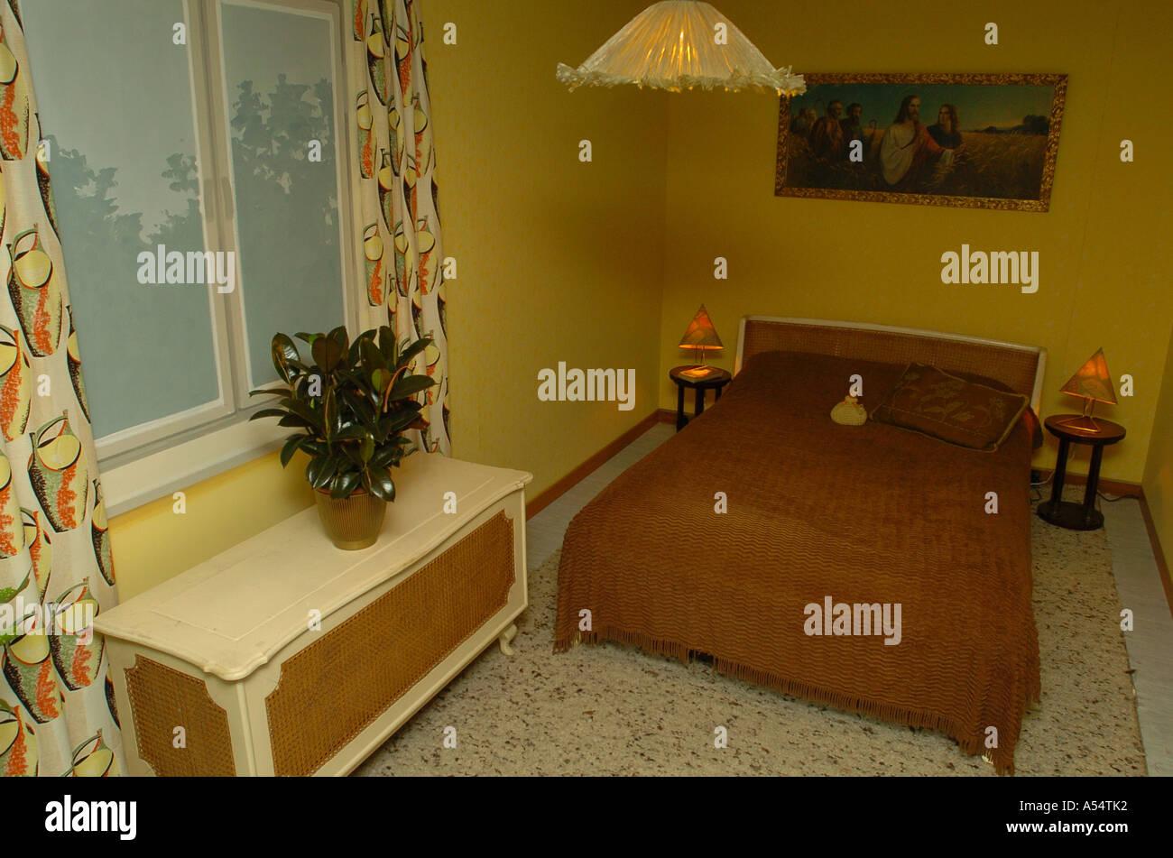 Wohnung im 50er Jahre Stil Schlafzimmer Stockfoto, Bild ...