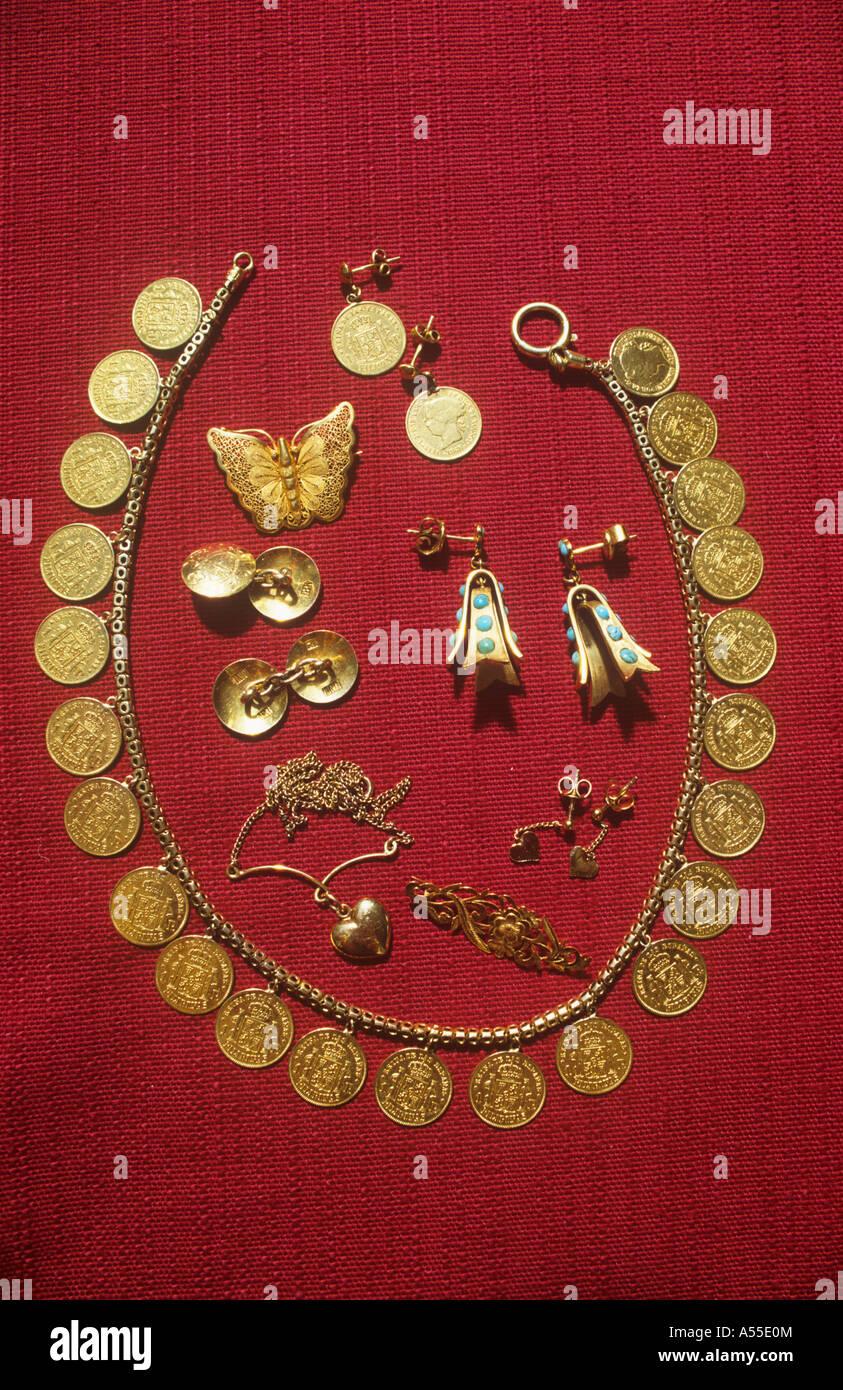 Gold Schmuck Halskette Und Ohrringe Aus Ende Des 19 Jahrhunderts