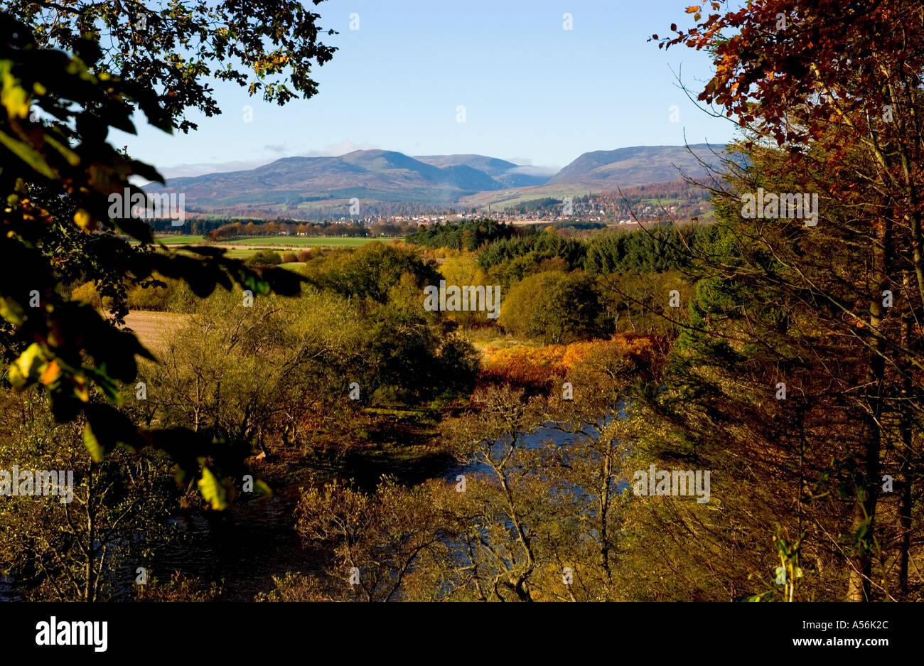 Blick auf das Tal Earn und Crieff im Herbst, Schottland Stockbild