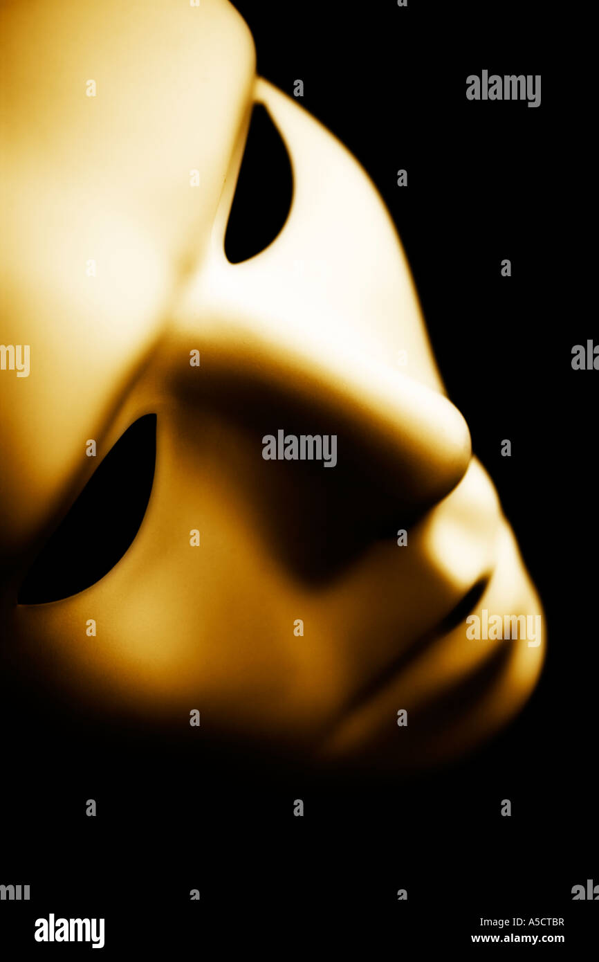 Kostüm Maske fotografiert in stimmungsvolle Beleuchtung Sepia getönt Stockbild