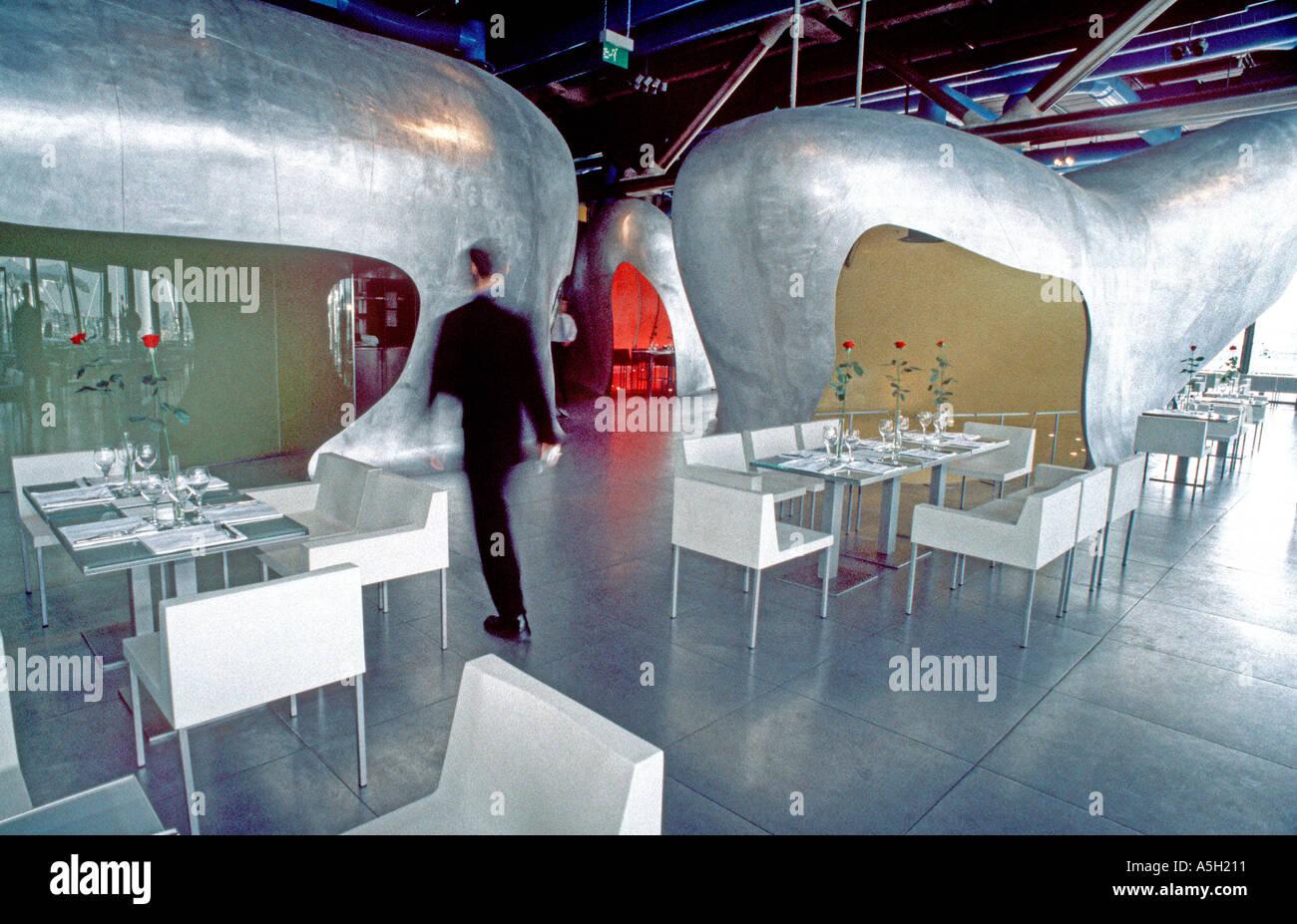 """PARIS Frankreich, trendige französische Restaurant Georges Top des """"Centre Pompidou"""" mit futuristischen Interieur-Design Stockbild"""