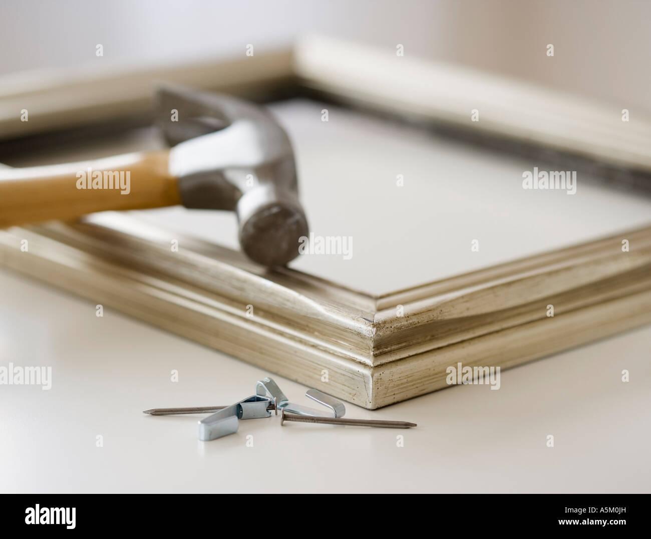 Nahaufnahme von Hammer Nägel und Bilderrahmen Stockfoto, Bild ...