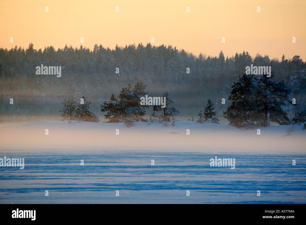 Erstaunlich Winterabend im See Vansjø, råde Kommune, Østfold fylke, Norwegen. Stockbild