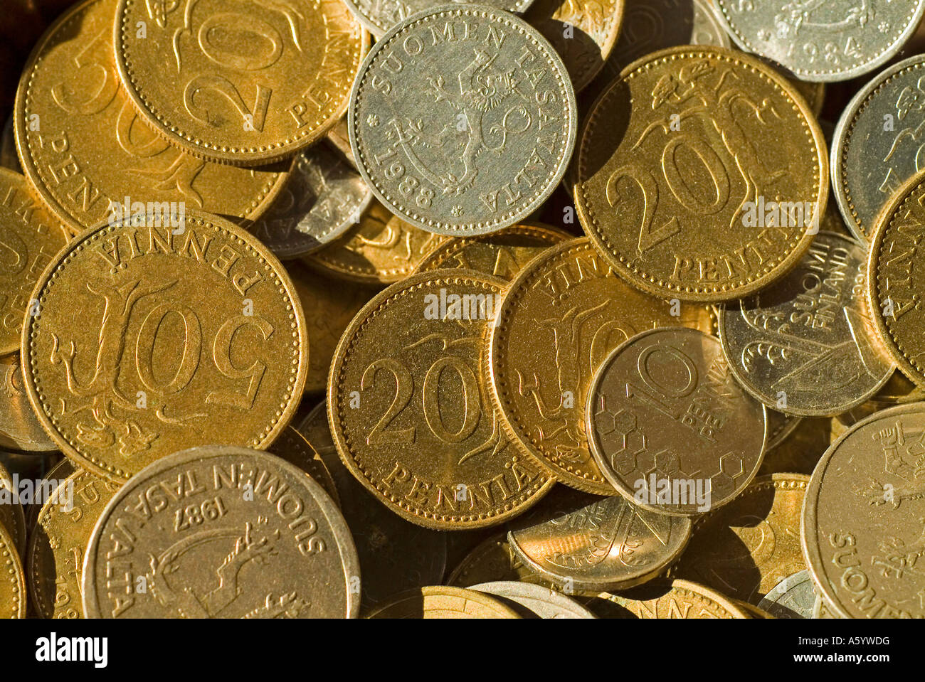 Verschiedene Münzen In Alten Währung Aus Finnland Finnmark Mark