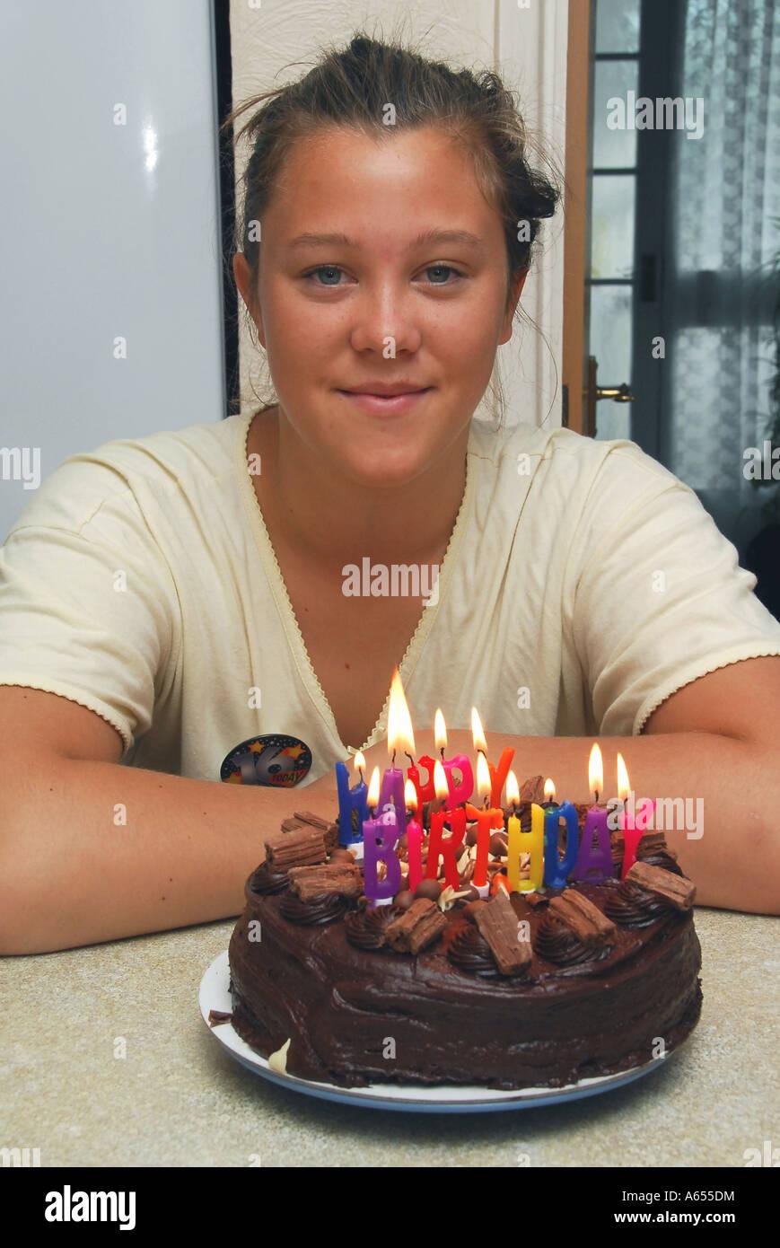 Ein Junges Madchen Feiert Ihren 16 Geburtstag Mit Hilfe Einer