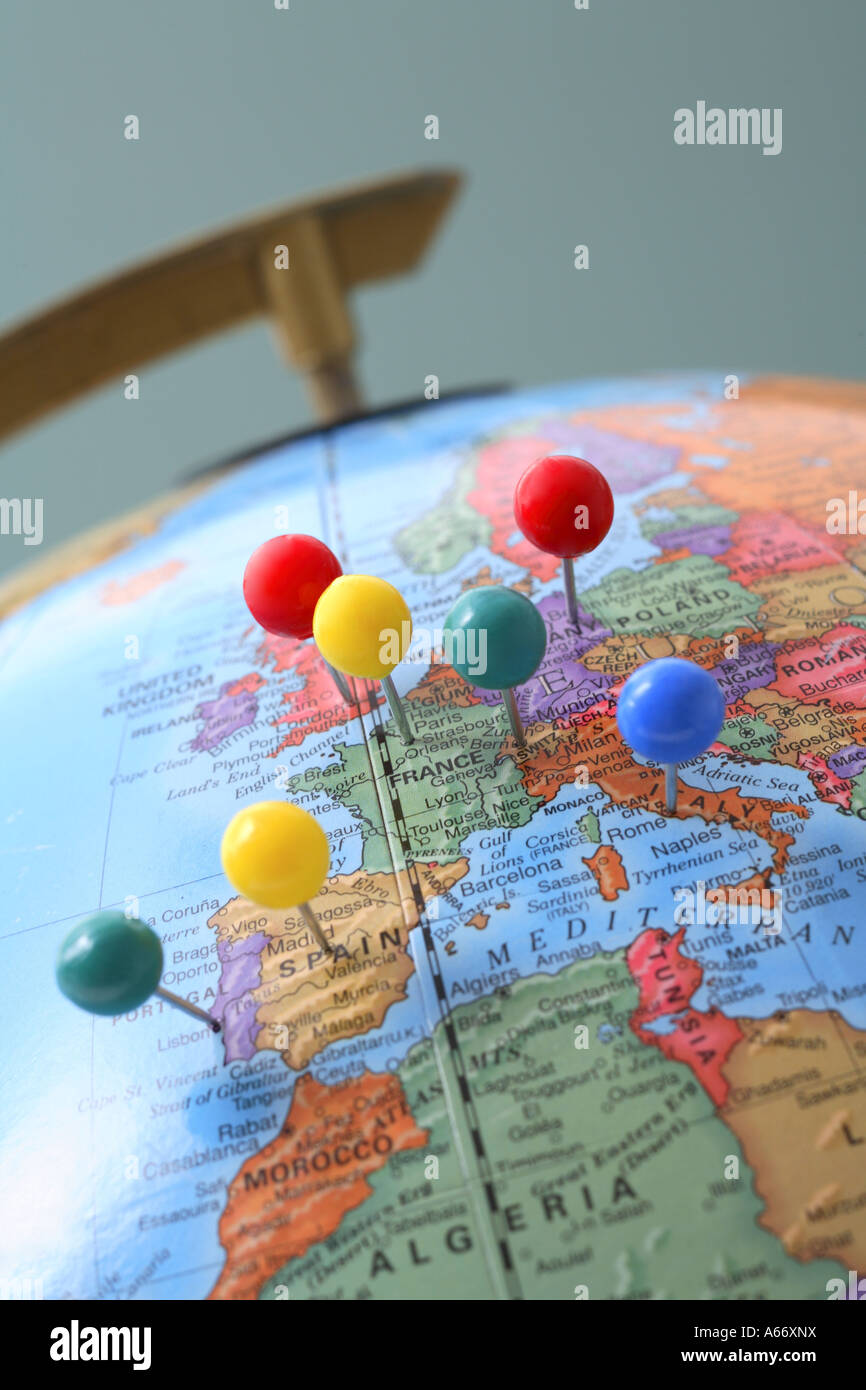 Globus mit pins Stockbild