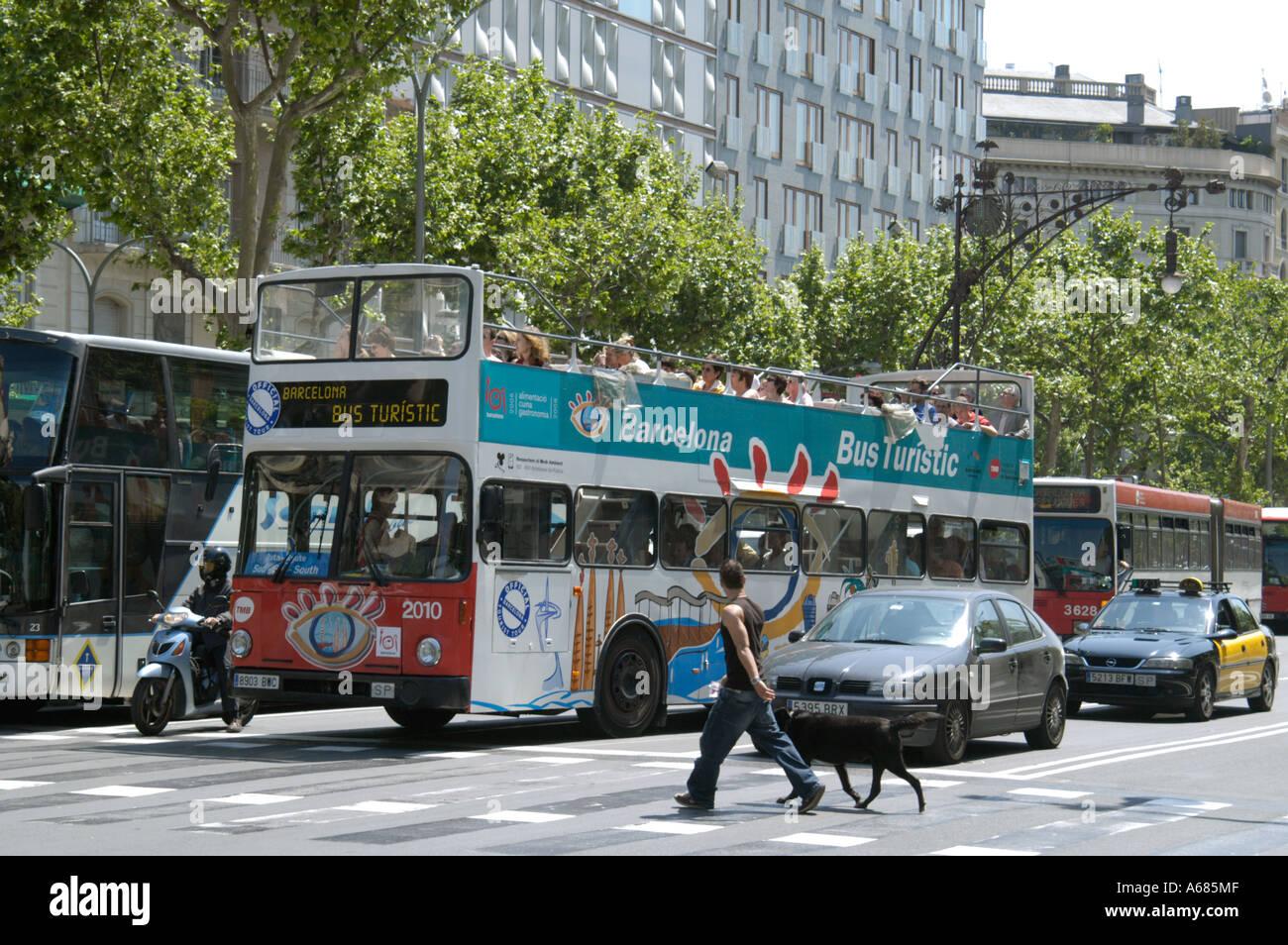 Spanien Barcelona A Touristenbus am Paseo de Gracia sind diese Busse enorm beliebten Sommer und Winter Stockfoto