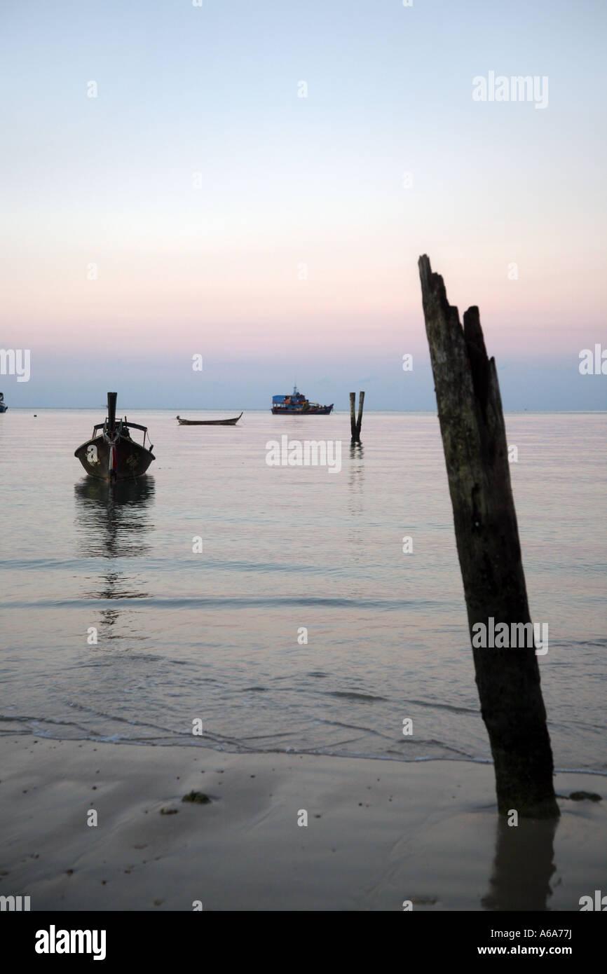 Sonnenaufgang oder-Untergang Krabi Beach Resort Andaman Meer Krabi Provinz Süd-Thailand Stockfoto