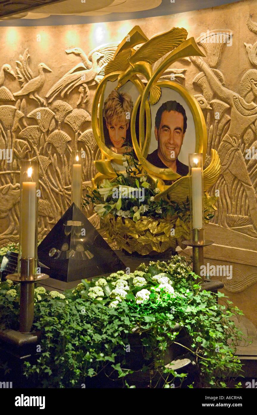 Gedenktafel für Diana Princess of Wales und Dodi Al Fayad in das Kaufhaus Harrods in Knightsbridge London bauen. Stockbild