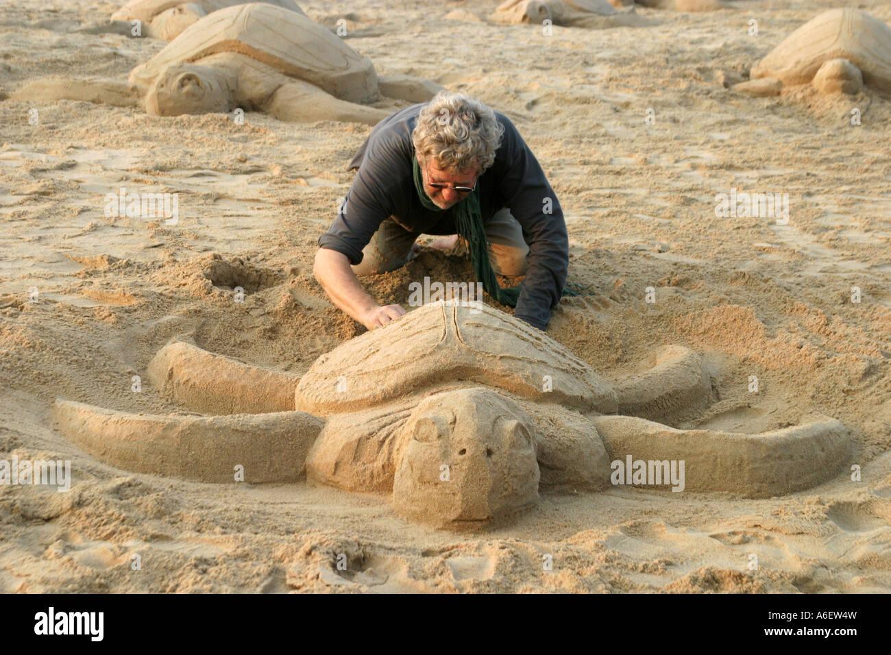 Sand Künstler, Skulpturen am Strand bei Puri an Orissas Küste im ...