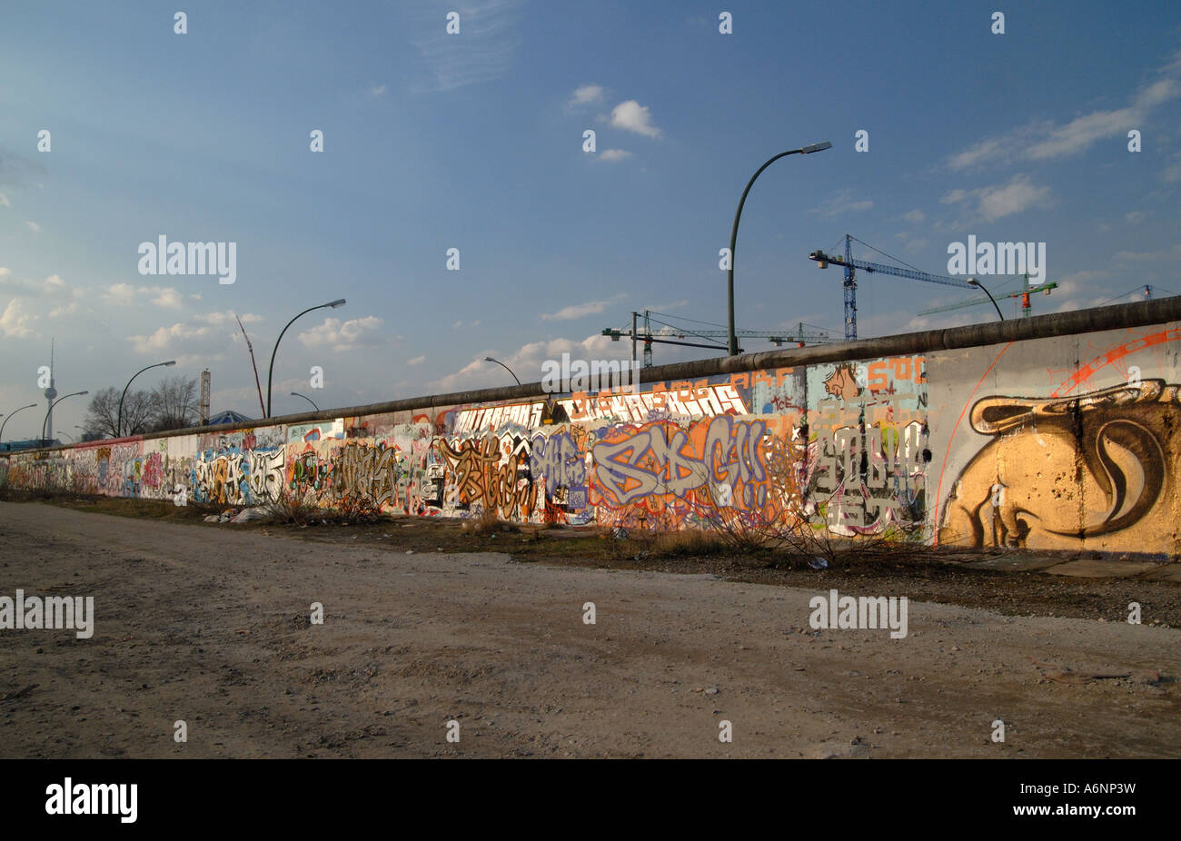 Intakte Teil der Berliner Mauer Stockfoto