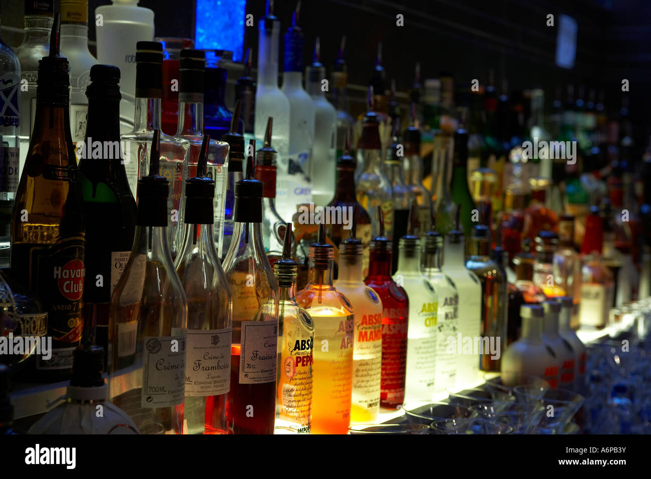 Bottles Back Bar Club In Stockfotos & Bottles Back Bar Club In ...