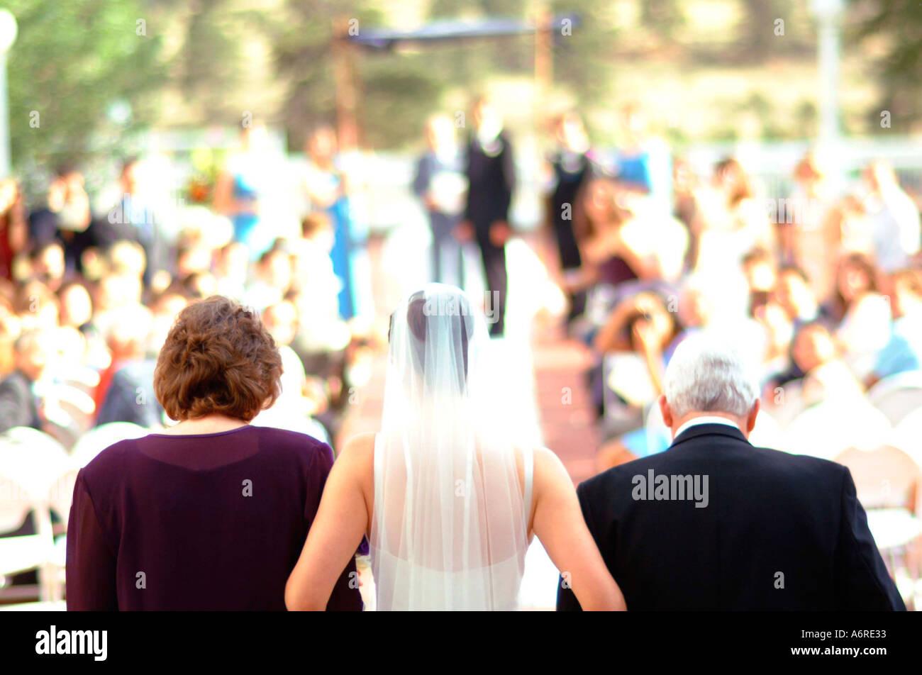 Jüdische Hochzeit Zeremonie Eltern der Braut Gang hinunter mit Altar ...