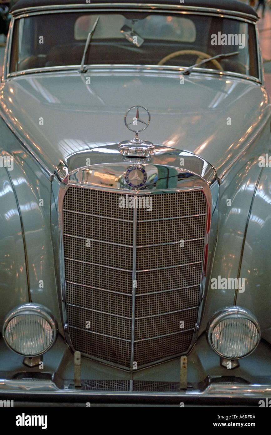 Vordere Teil des Vintage Mercedes Benz Auto angezeigt in Schlumpf Automobil National Museum (Cité de l'Automobile). Mulhouse, Elsass, Frankreich. Stockbild