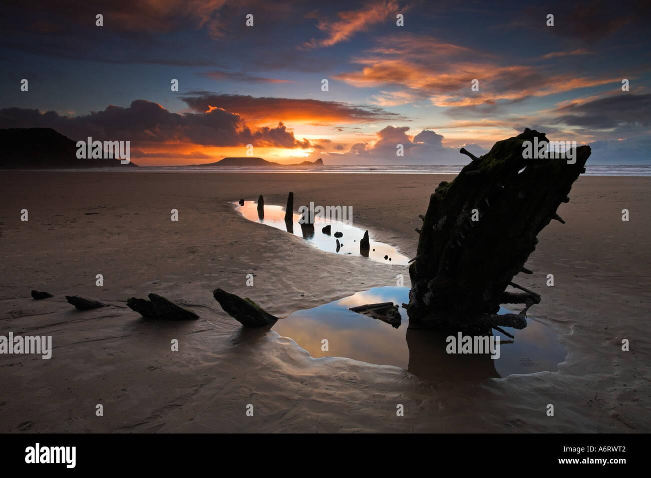 Sonnenuntergang in Rhossili Bay auf der Gower, Blick in Richtung Wurmkopf Stockbild