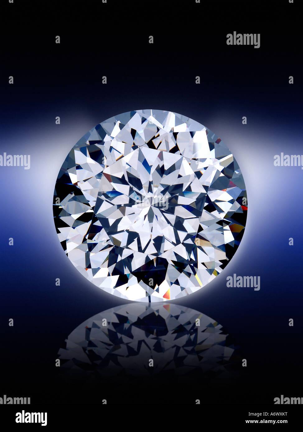 Nahaufnahme von einem brillanten Diamanten geschnitten Stockbild