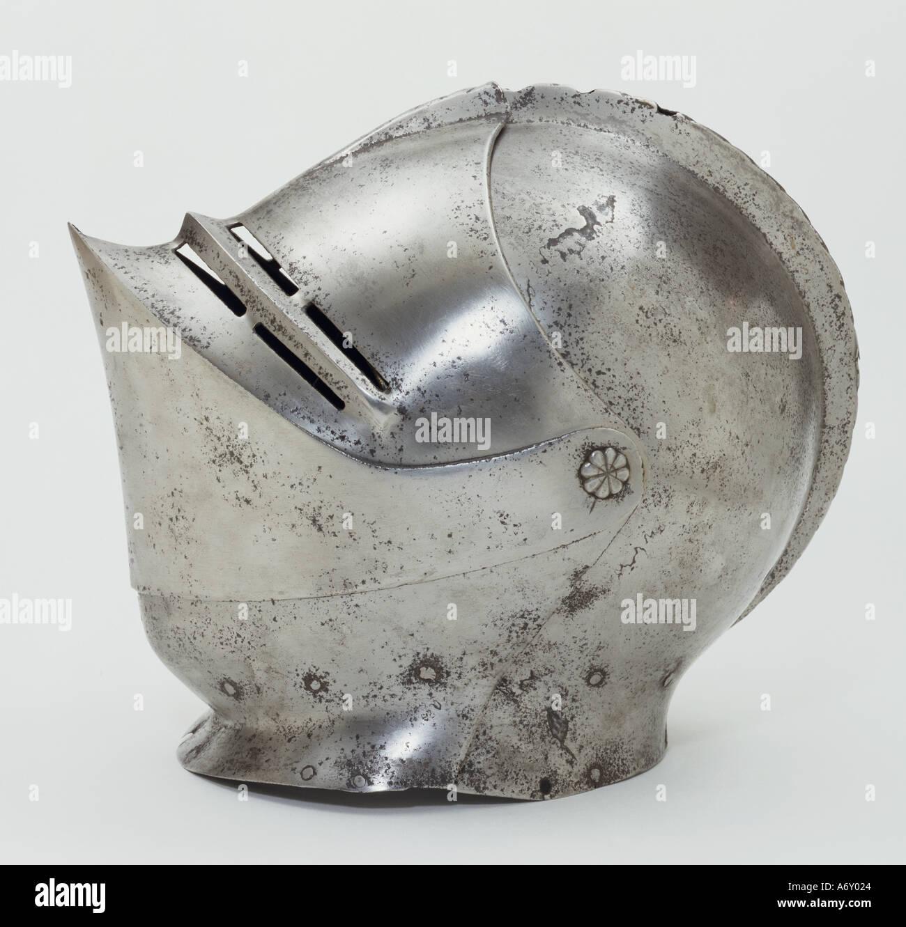 Helm. England, Mitte des 16. Jahrhunderts. Stockbild