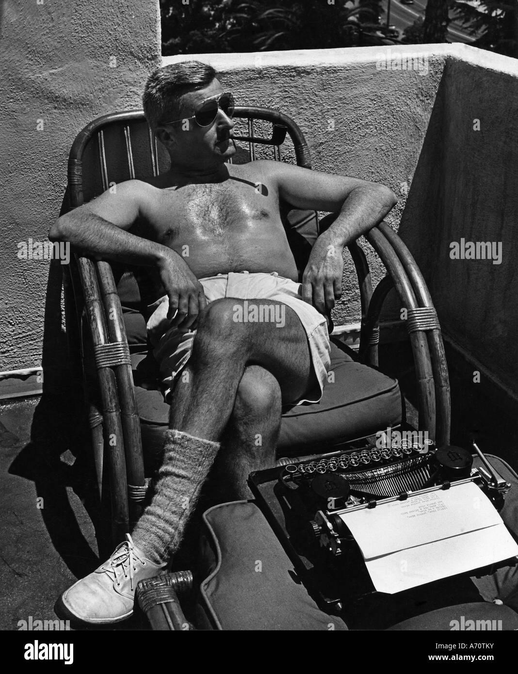 WILLIAM FAULKNER U.S. Novelist und Nobel-Preisträger im Jahr 1943 - siehe Beschreibung für weitere details Stockbild
