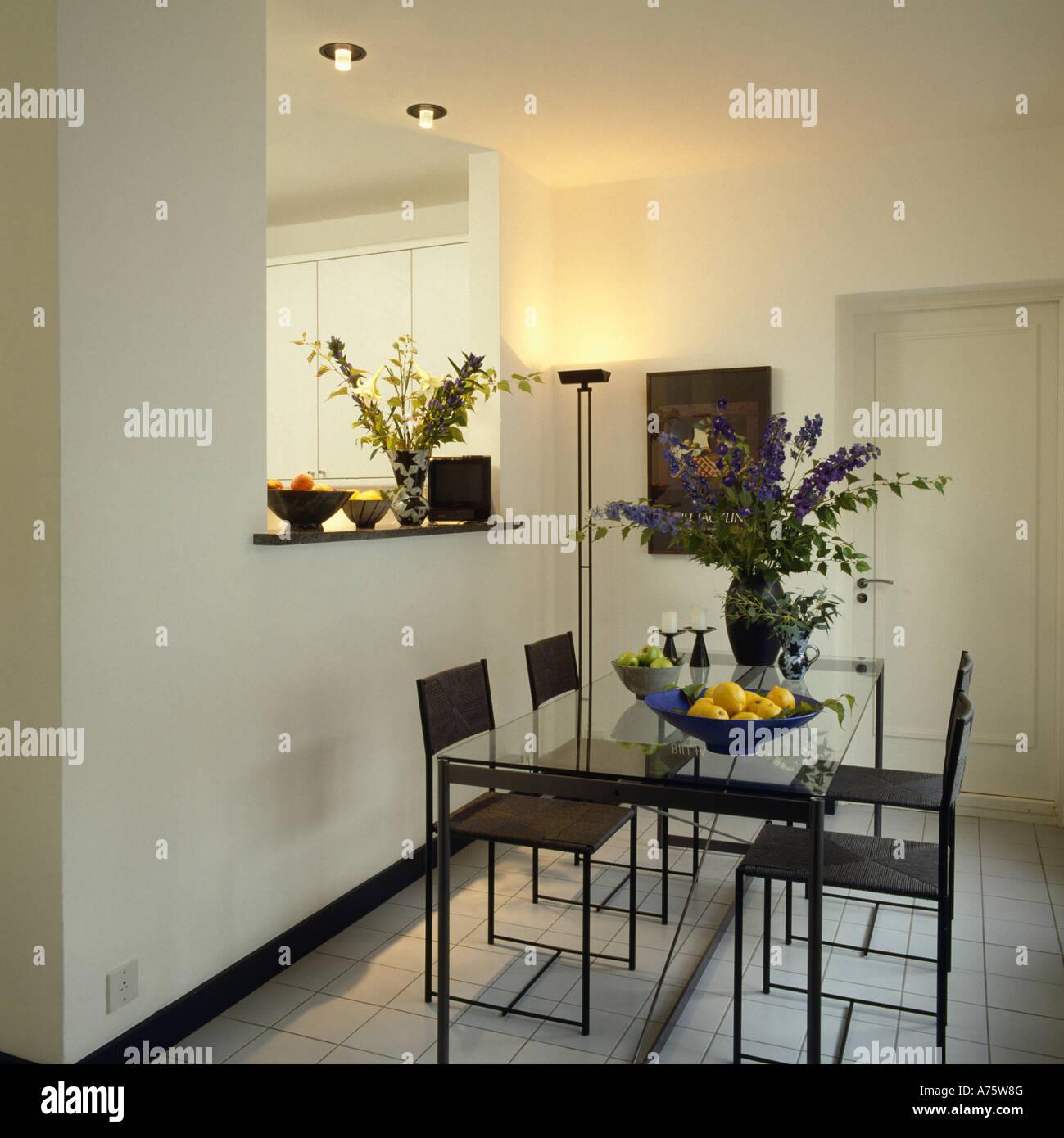Moderne Weiss Esszimmer Mit Schwarzen Tisch Und Stuhlen Und