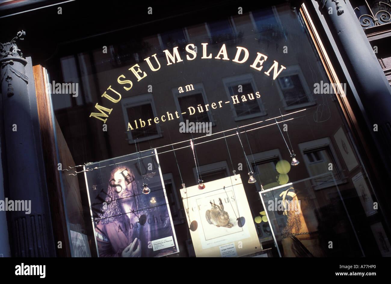 Kaufen Sie in der Nähe von Albrecht Duerer Gebäude Nürnberg Franken Bayern Deutschland ein Stockbild