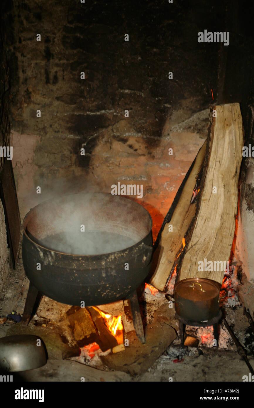 fireplace pot stockfotos fireplace pot bilder alamy. Black Bedroom Furniture Sets. Home Design Ideas