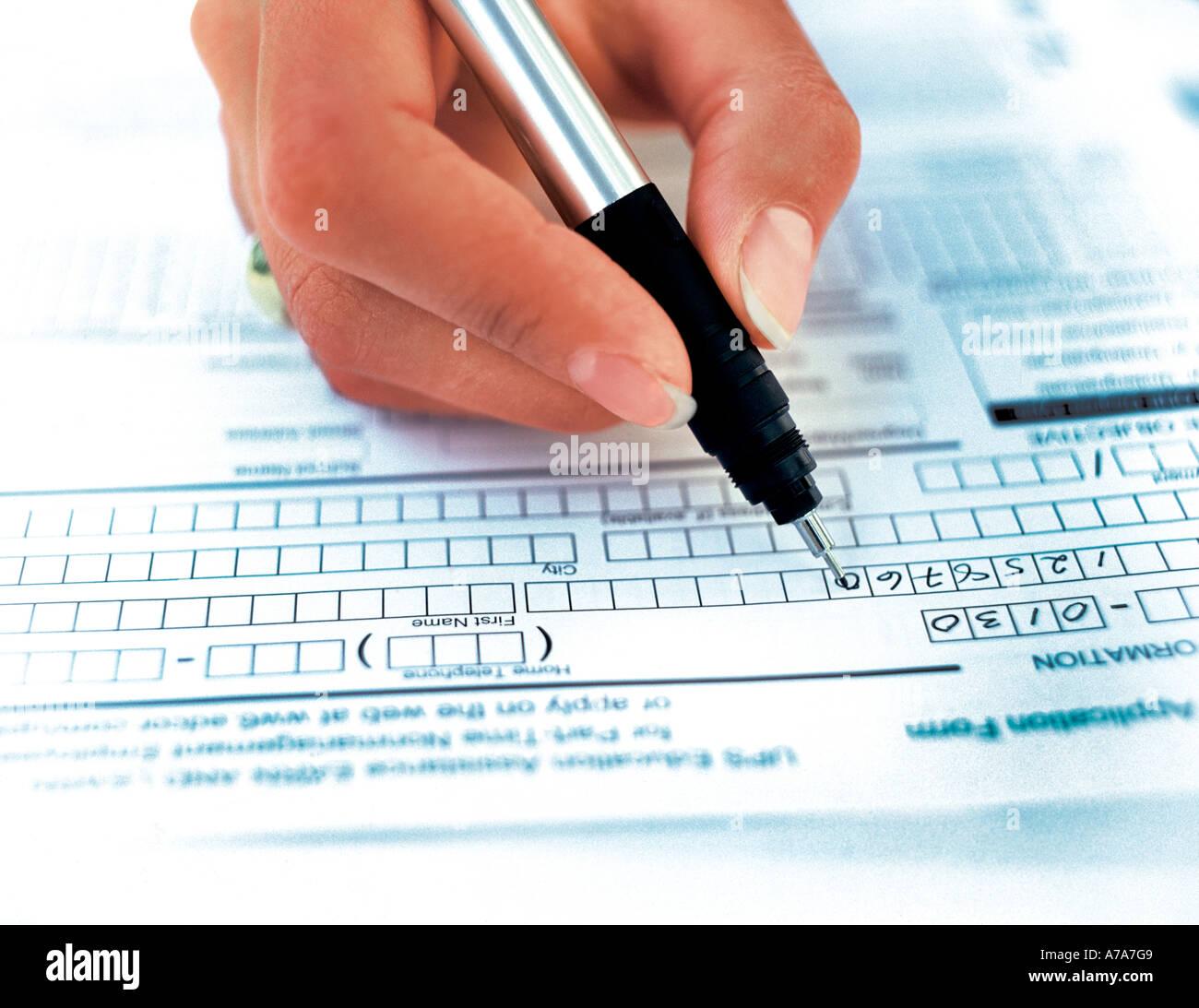 Vertrag Schreiben Hände Und Papier Stift Form Stockfoto Bild