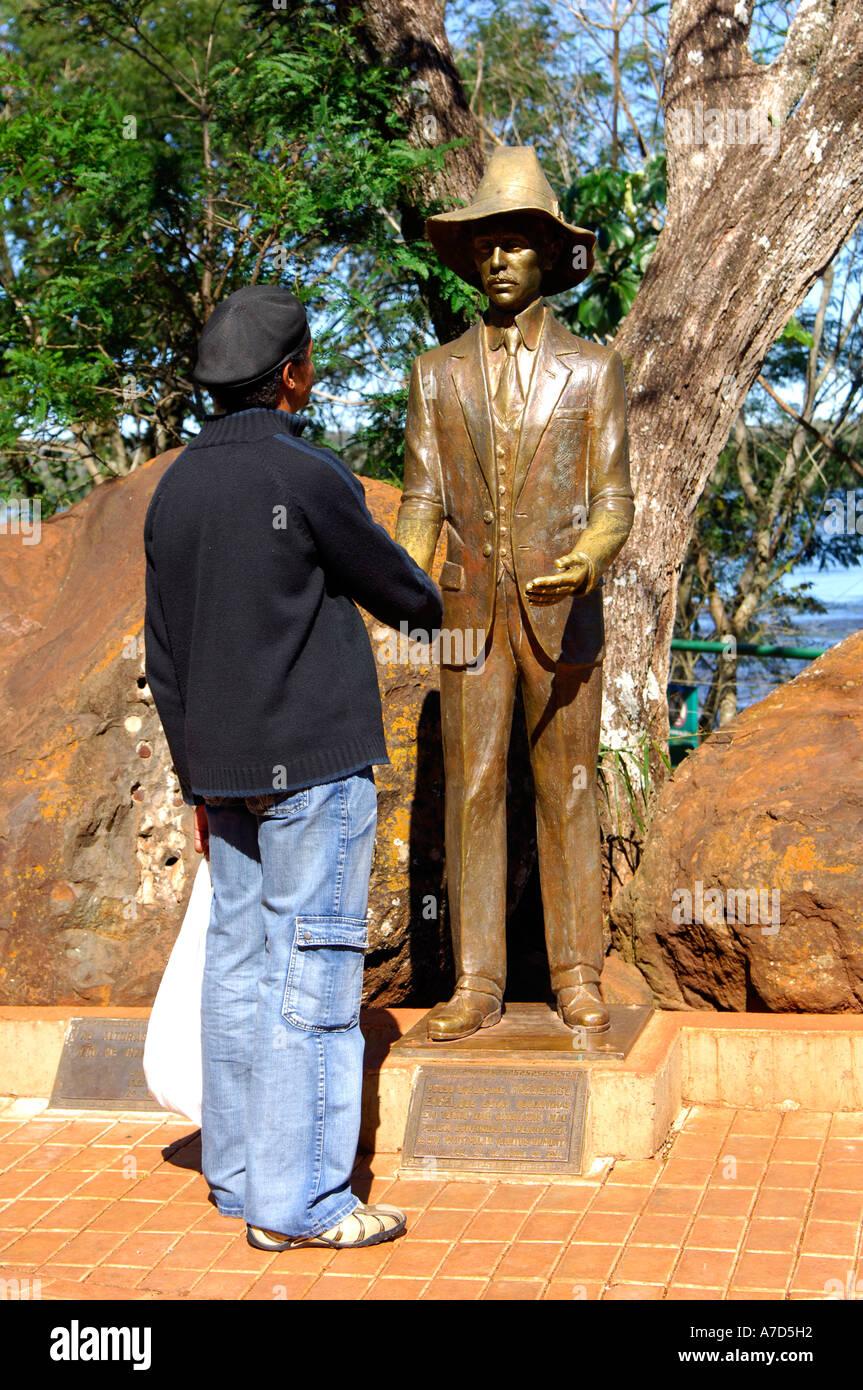 Denkmal von Frederico Engel Rios-Tourismus-Pionier der Iguazu Wasserfälle Foz do Iguaçu Brasilien Stockbild