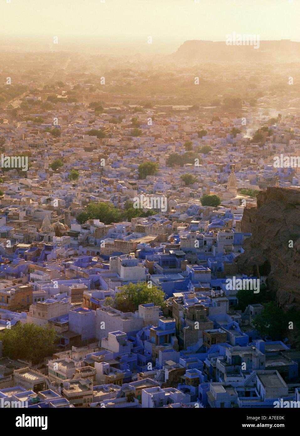 Jodhpur, Rajasthan, Indien; Blick über die blaue Stadt vom Mehrangarh Fort Stockbild
